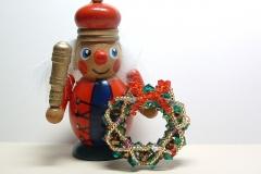 クリスマスリースのブローチ